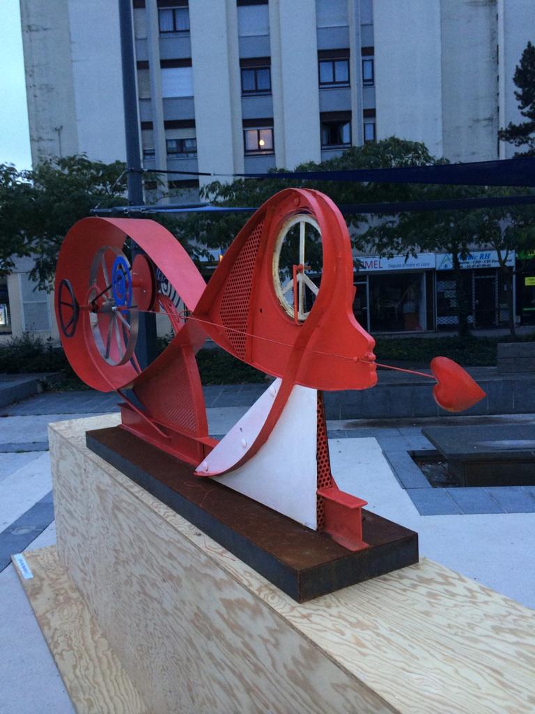 """Intitulé : Stelline. Exprime : Parler d'amour, penser la paix (""""Speak love, think peace"""")."""